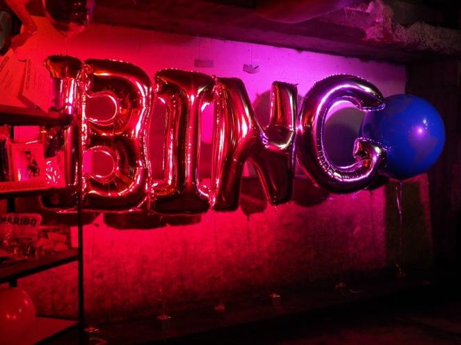 musical-bingo-giant-pink-balloons-globe