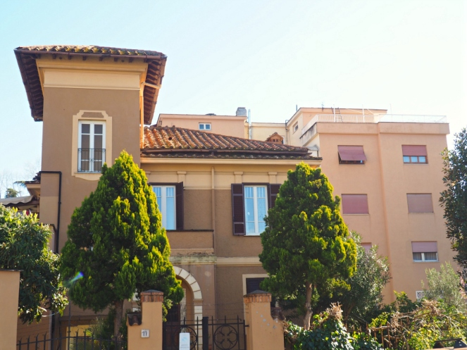 Italian Houses in Rome Italy, Travel Blogger