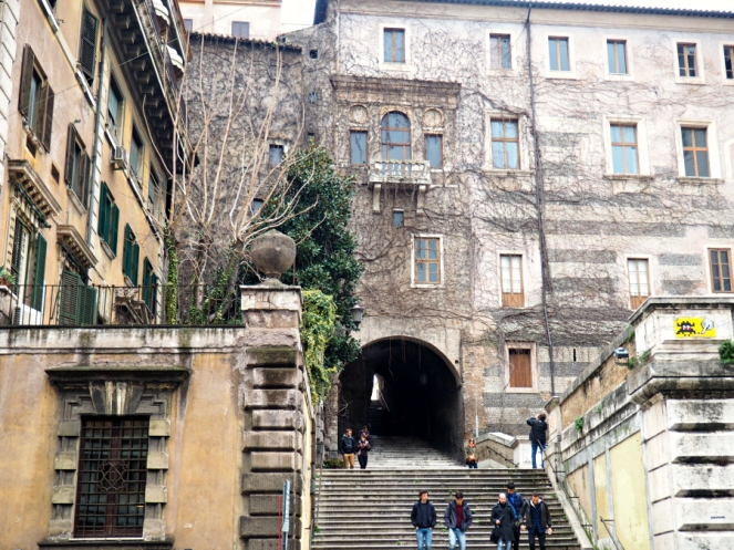 Travel Blogger in Rome Italy