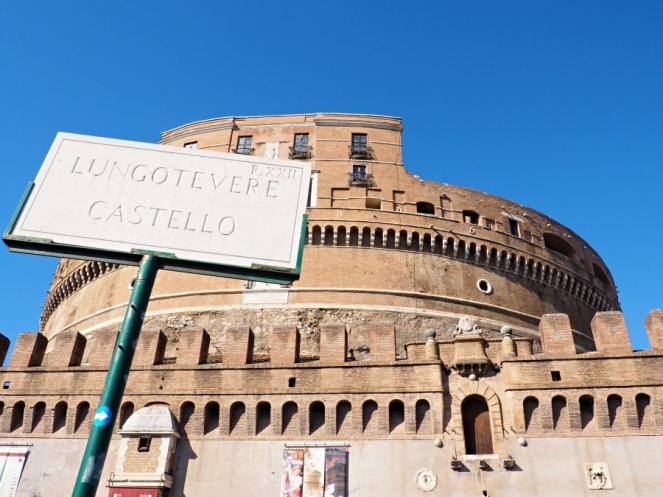 Lungotevere Castello Castle in Rome Italy, Travel Blogger