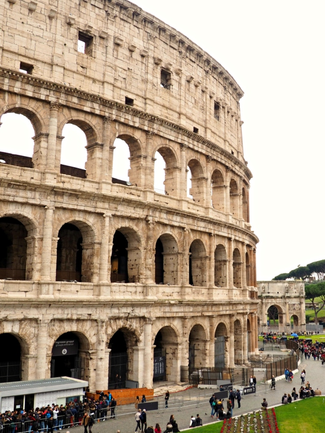 The Coliseum in Rome Italy, Travel Blogger