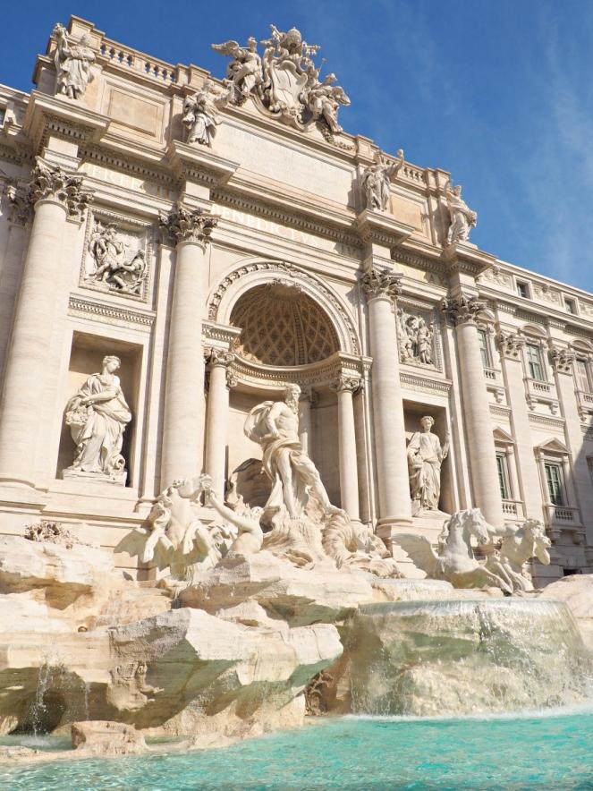 Trevi Fountain in Rome Italy, Travel Blogger