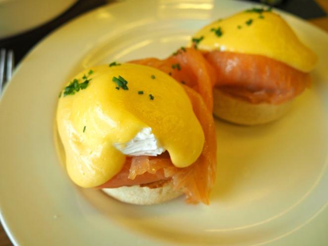 Tom's Kitchen St Katherine Docks eggs royale and avocado brunch London food blogger