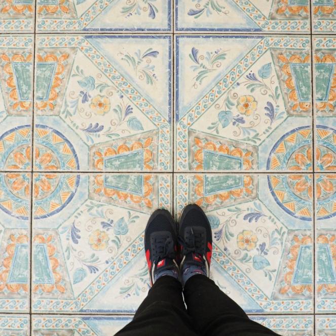 Travel Blogger in Venice, ItalyDIGITAL CAMERA