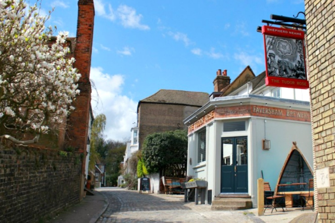 The Tudor Rose Pub in Upnor
